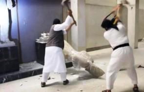 Terorristi islamici dell'Isis picconano a Ninive (Nimrud) statue assire antiche di tremila anni, 2015