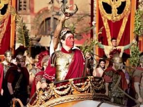Il trionfo a Roma, con l'imperator in rosso