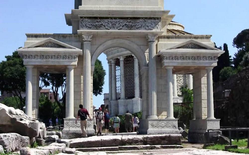 Arco di Augusto, ricostruzione