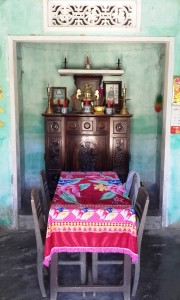 Altare degli Antenati in casa privata nel villaggio di Duy Vinh, provincia di Da Nang