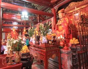 Altare di Confucio nel Tempio della Letteratura ad Hanoi
