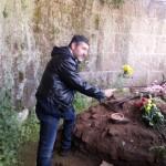 Liotta, presidente MTR, rende un omaggio floreale al Divo Cesare