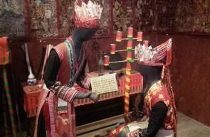 L'iniziazione dello sciamano al primogenito, ricostruzione, Museo etnografico di Hanoi