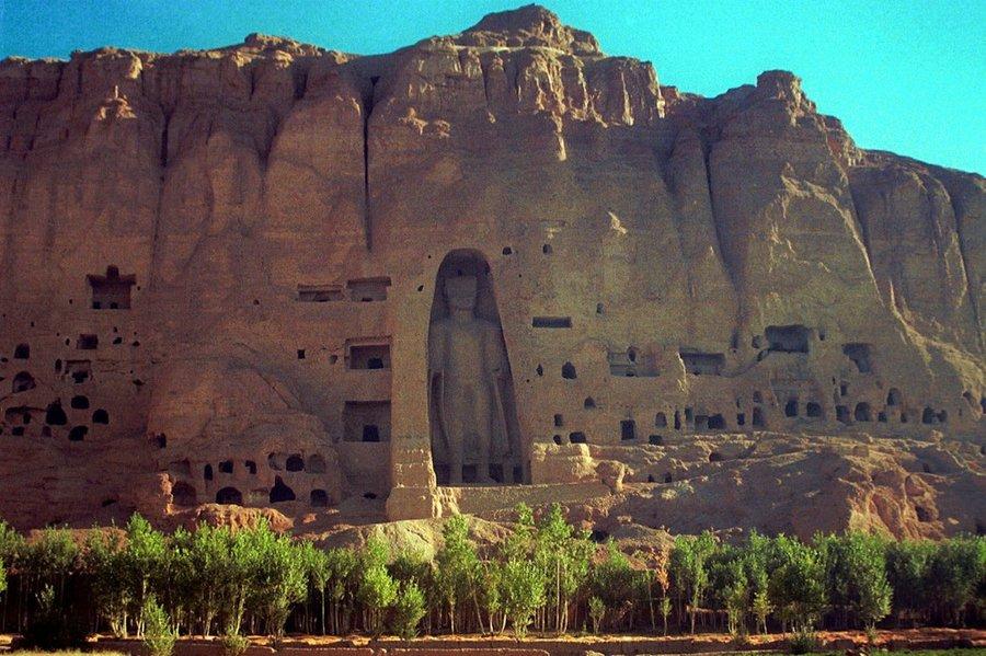 Un Budda di Bamiyan prima della distruzione da parte dei terroristi islamici Talebani