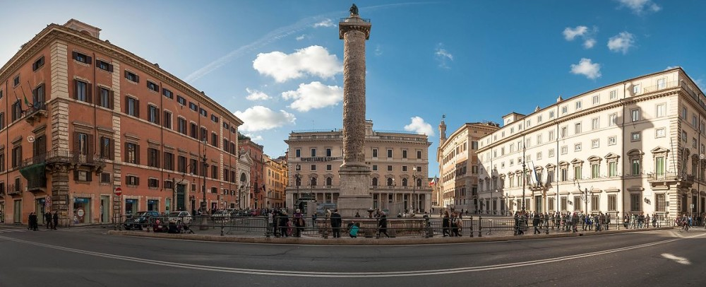 Piazza_Colonna_(23950045169)