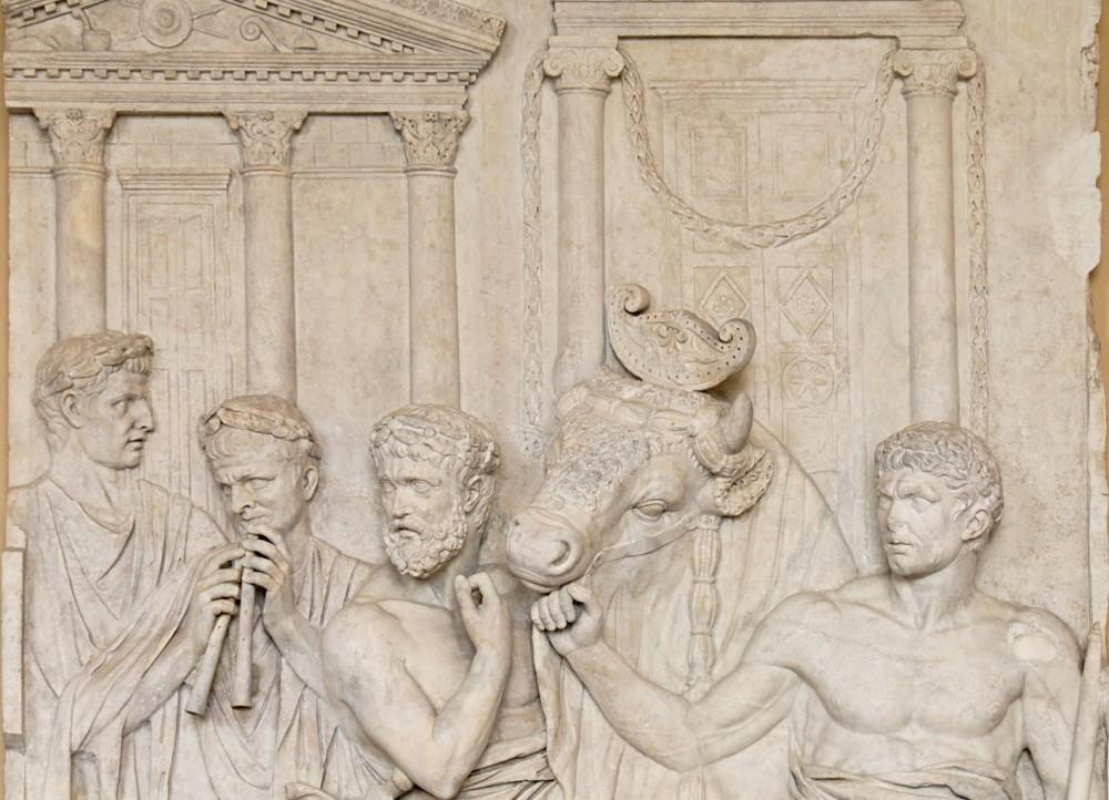 Roman_sacrifice_Louvre_Ma992