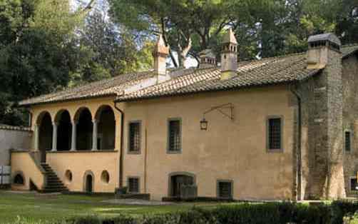 La villa del Cardinal Bessarione posta sul tratto urbano dell'Appia Antica a Roma. E' considerata la più antica villa romana del Rinascimento. Sorta su strutture sepolcrali romane del I sec. a.C., acquista la sua fisionomia attuale nel 1450
