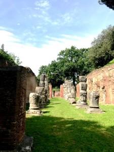 Il Portico di Claudio visto da occidente