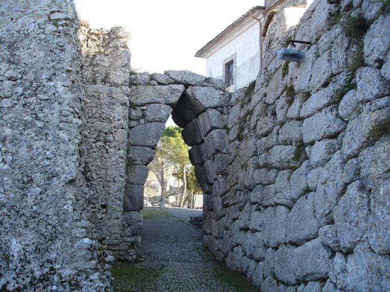 Mura poligonali di Arpino