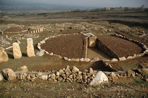 Tomba a circolo nella necropoli di Fossa (AQ)