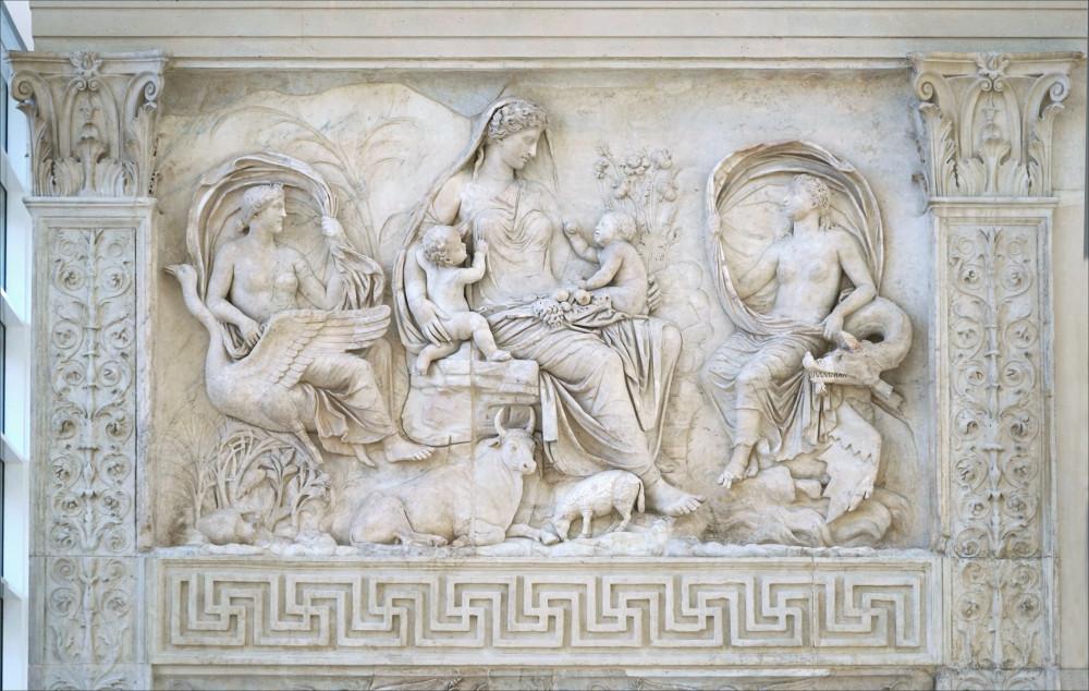 Il pannello dell'Ara PAcis Augustae che rappresenta la Tellus/Italia