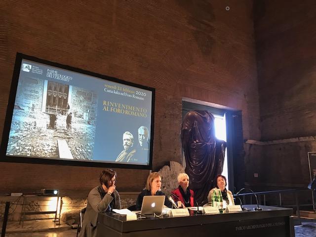 La conferenza stampa del 21 fabbraio 2020, al microfono la direttrice del Parco Archeologico del Colosseo Alfonsina Russo
