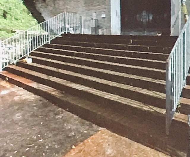 La scalinata d'accesso al senato costriuta negli anni Trenta dal Bartoli, oggi smontata
