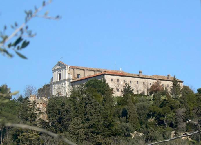 """L'ex convento francescano di S. Michele Arcangelo di Montecelio, sede, tra le altre, del piccolo museo civico """"Rodolfo Lanciani"""""""