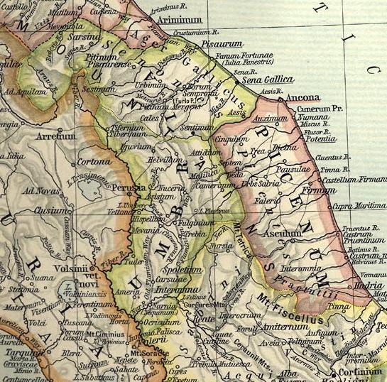 LA regioni augustee dell'Italia centrale: Regio VIII Aemilia (in alto, bordo rosa); Regio VII Etruria (bordo arancio); Regio VI Umbria et Ager Gallicus (bordo verde); Regio V Picenum (in basso, bordo rosa