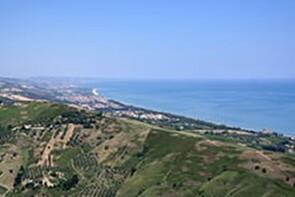 L'Ager Hadrianus oggi. Tratto costiero presso il comune di Pineto, confinante con il territorio di Atri;