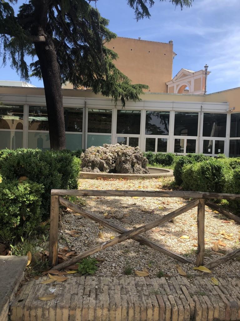 Il giardino Caffarelli, all'uscita della mostra, dove svettava il Tempio di Giove Capitolino