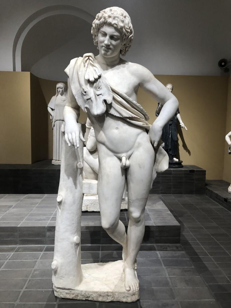 Statua di Satiro in riposo