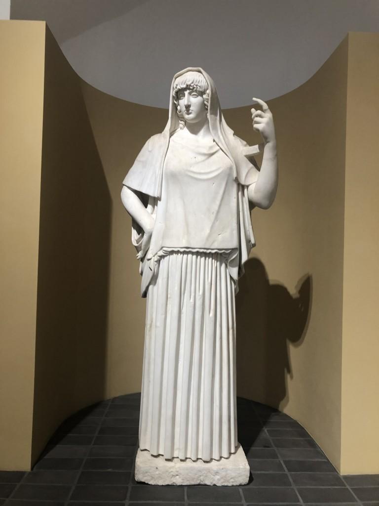 Statua di divinità con peplo detta Hestia Giustiniani