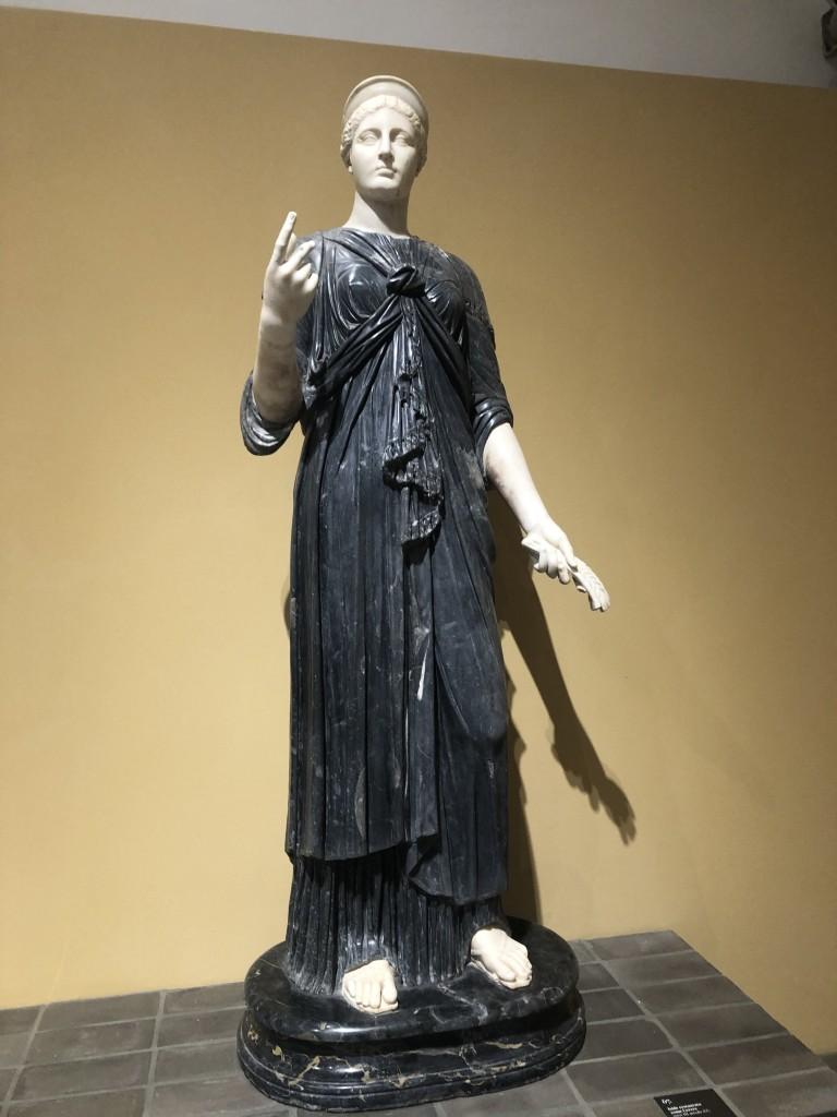Statua di Iside restaurata come Cerere