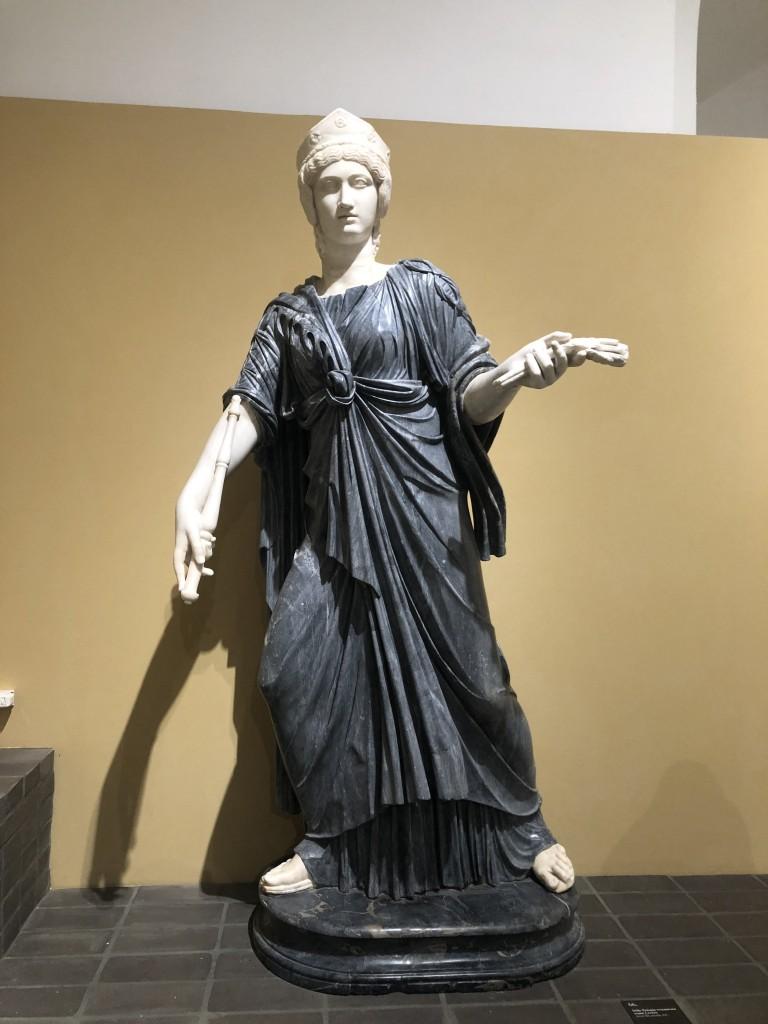 Statua di Iside Pelagia restaurata come Cerere
