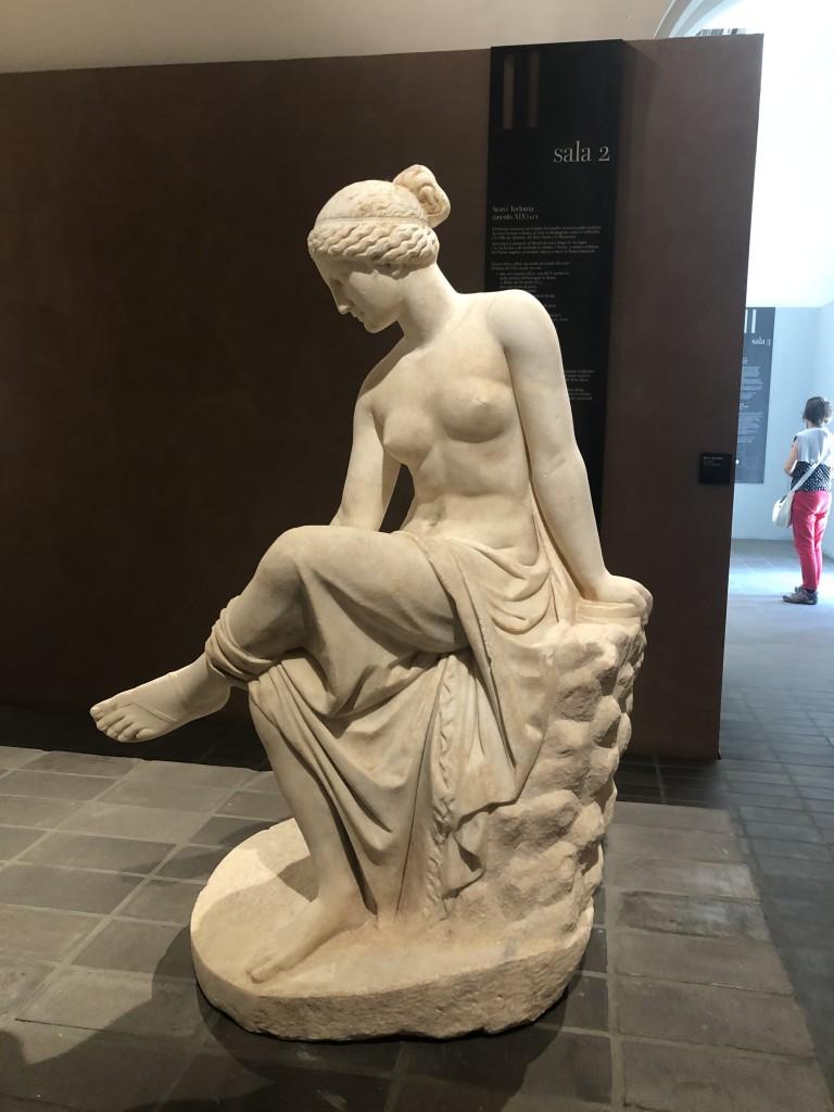 Statua di Ninfa replica dal gruppo dell'Invito alla danza