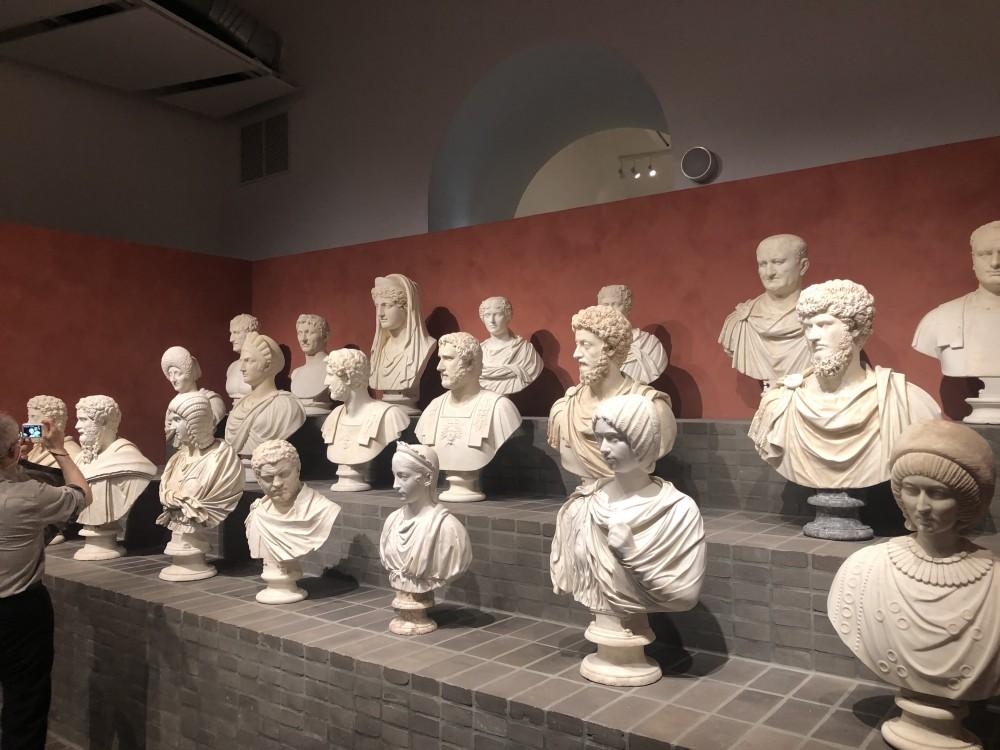 Busti di imperatori romani e principesse